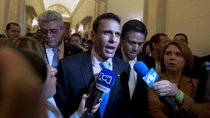 "Miranda state governor and opposition's leader, Henrique Capriles Radonski (C) talks to the press as he arrives at the National Assembly for the swearing-in ceremony of the 2017 legislative authorities in Caracas on January 5, 2017. Crisis-hit Venezuela's divided opposition relaunches fraught efforts on Thursday to oust Socialist President Nicolas Maduro. Outgoing assembly speaker Henry Ramos Allup said it was ""useless to negotiate with a dictatorship."" Ramos is due to be replaced as speaker by the opposition's parliamentary group leader Julio Borges. Borges has vowed to work for ""unity"" within the opposition. / AFP PHOTO / FEDERICO PARRA"