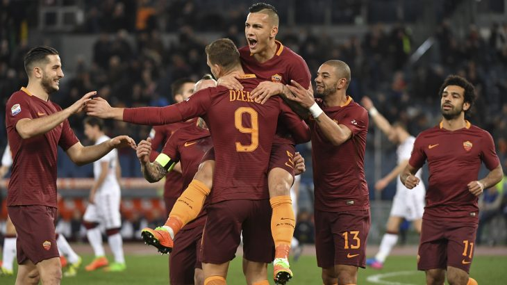 AS Roma's forward From Bosnia Edin Dzeko (C) celebrates with his teammates after scoring during the Italian Serie A football match AS Roma versus Torino on February 19, 2017 at Rome's Olympic stadium. / AFP PHOTO / ANDREAS SOLARO