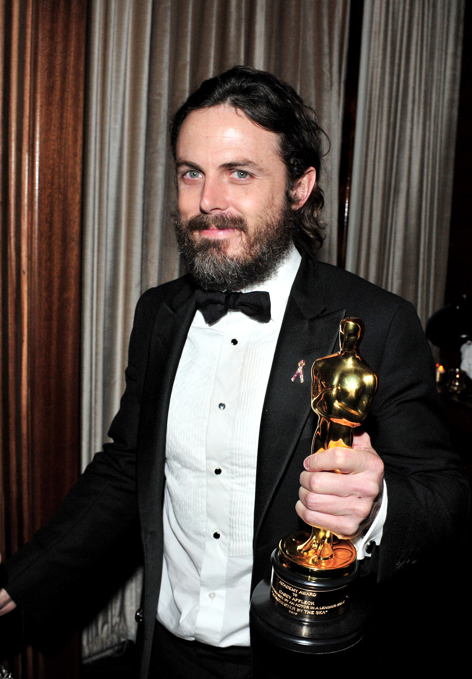 WEST HOLLYWOOD, CA - FEBRUARY 26: Actor Casey Affleck with his award for best actor in 'Manchester By The Sea' attends the Amazon Studios Oscar Celebration at Delilah on February 26, 2017 in West Hollywood, California. Jerod Harris/Getty Images/AFP